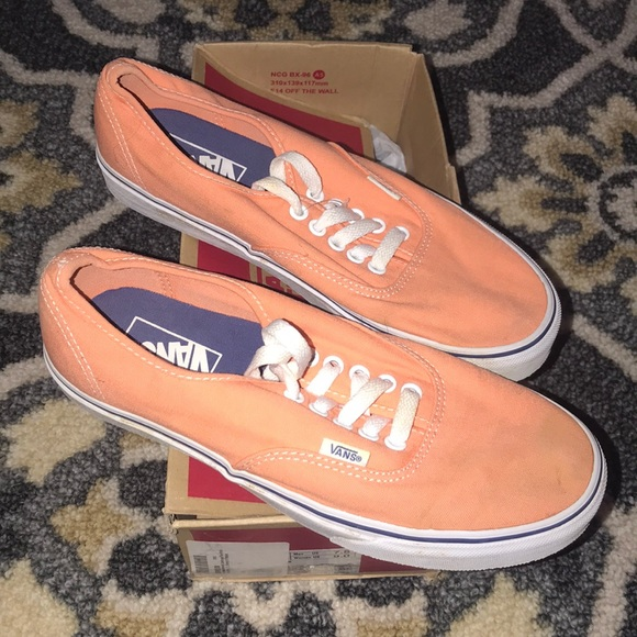 917748b3462 got my Vans on but they Look like sneakers 😂😍